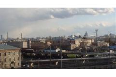 Вид СИЗО с храмом из города